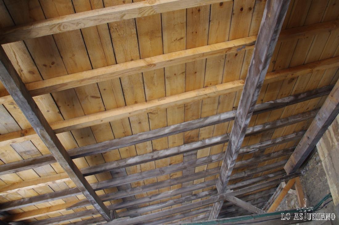 Techo de madera del cabildo de la iglesia.