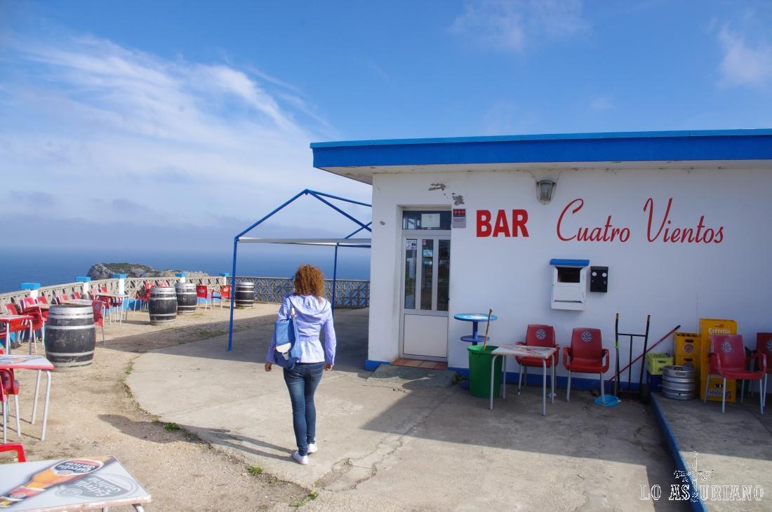 Bar Cuatro Vientos en el cabo de Peñas; la verdad es que el nombre es acertadísimo.