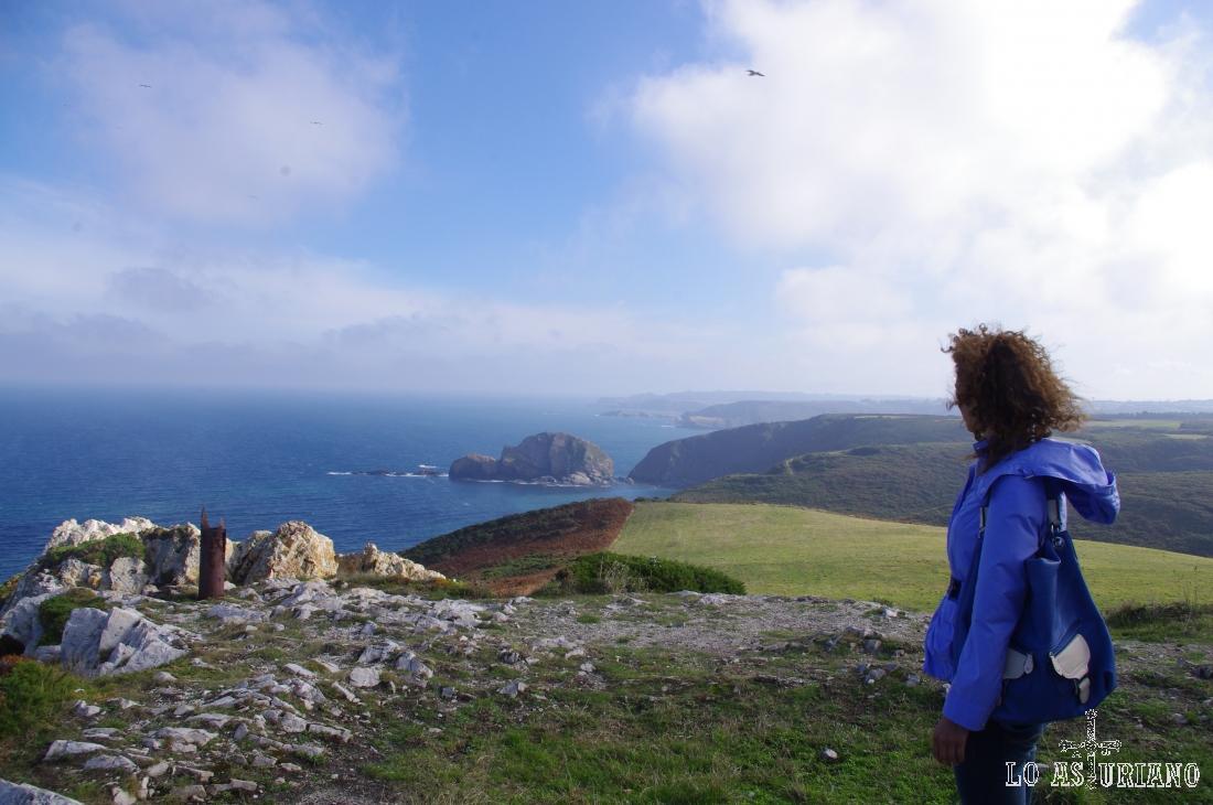 Vistas hacia el este en el fabuloso Cabo de Peñas.