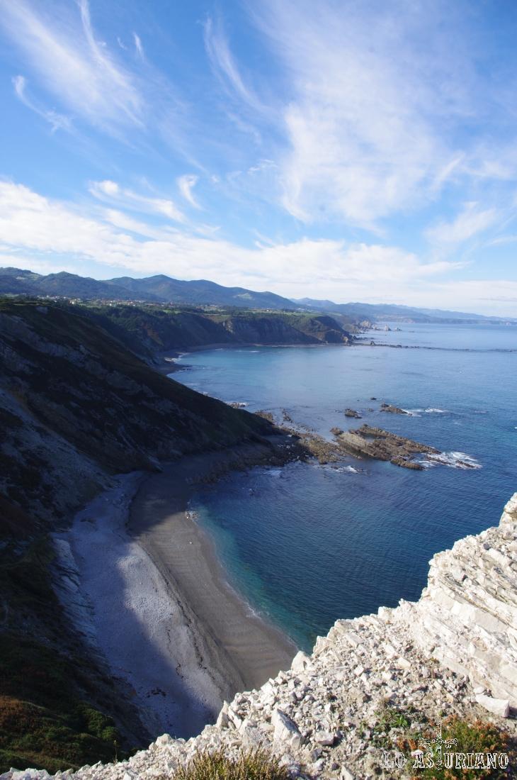 Al fondo, el Cabo de Bustos, en el concejo de Valdés.