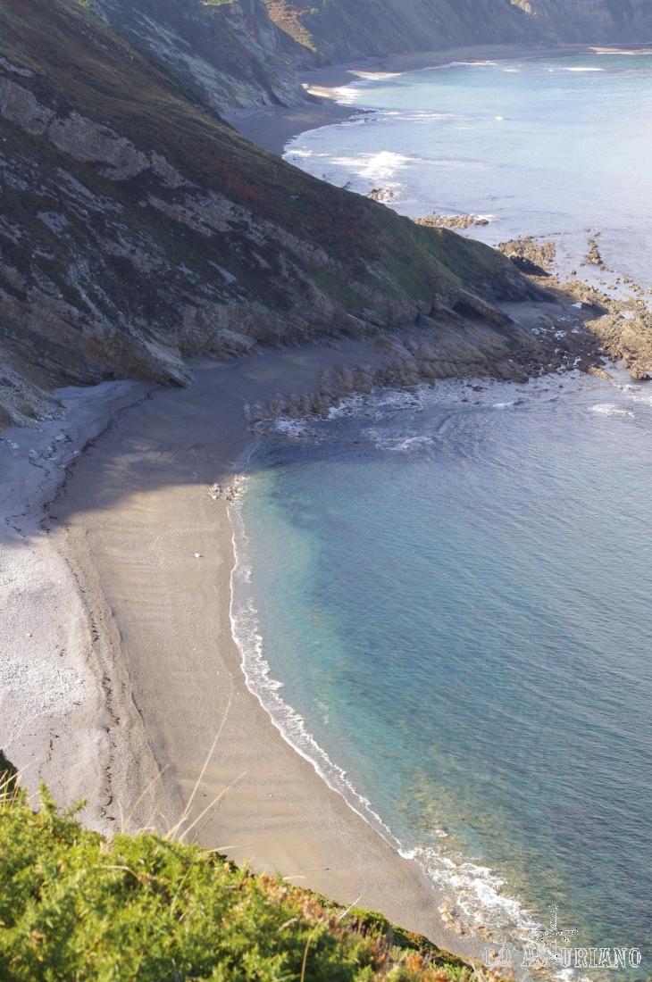 Playa de Doria y al fondo, la playa de la Cueva.