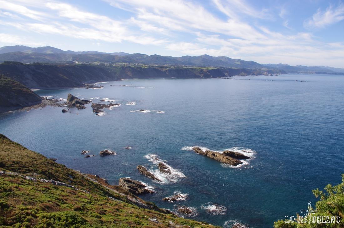 Fabulosas vistas de las sierras de Cudillero, Valdés y Salas.