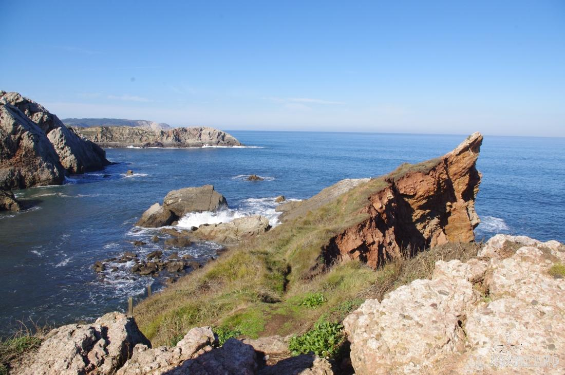 Punta Pical y más al fondo, punta Vidrias.