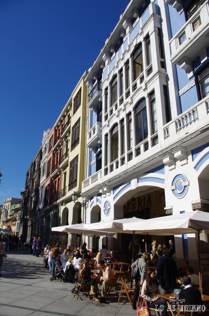 Las calles del centro de Avilés son animosas y con muchas opciones de ocio.