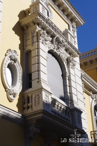 Preciosas fachadas en el centro de Avilés.
