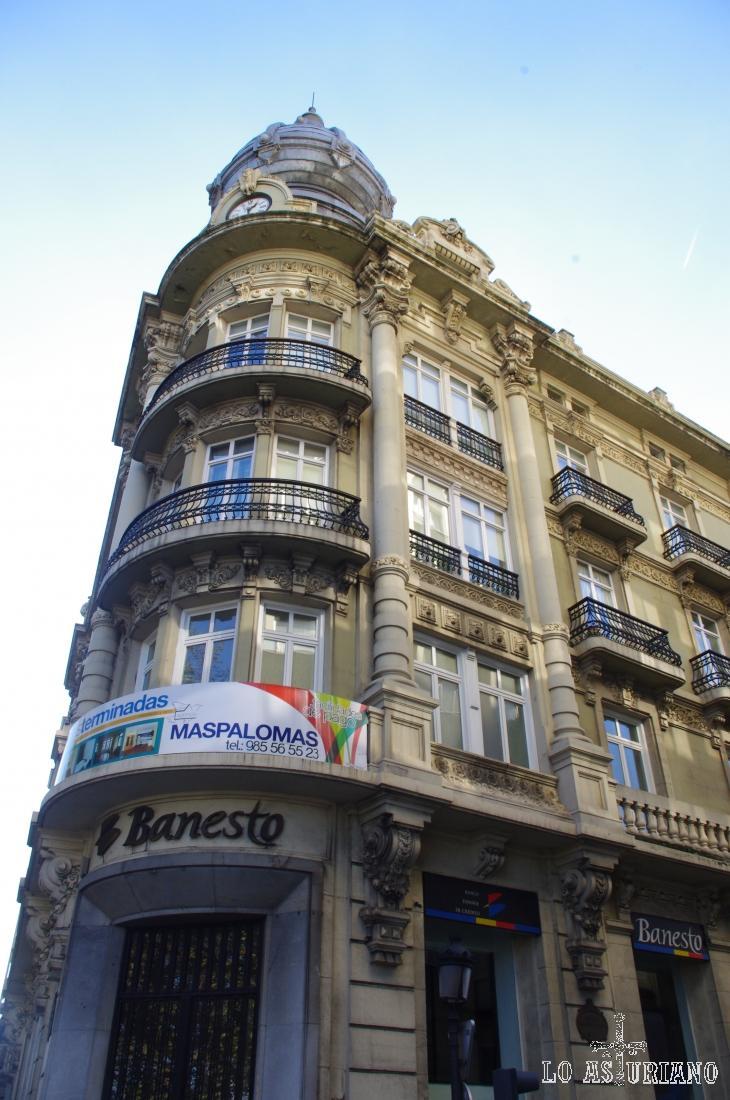 Edificio Banesto en Avilés.