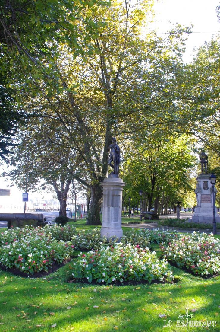 Estatuas en el parque del Muelle de Avilés.