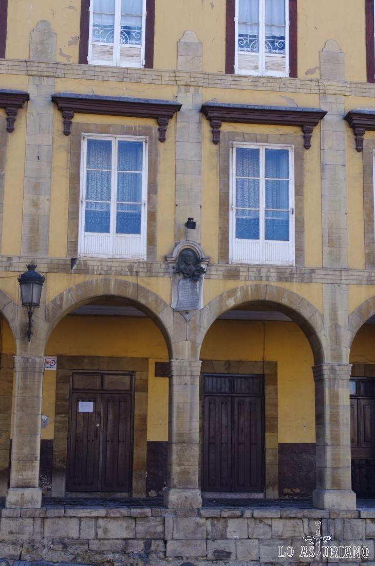Porches en la plaza de Carlos Lobo, en Avilés.