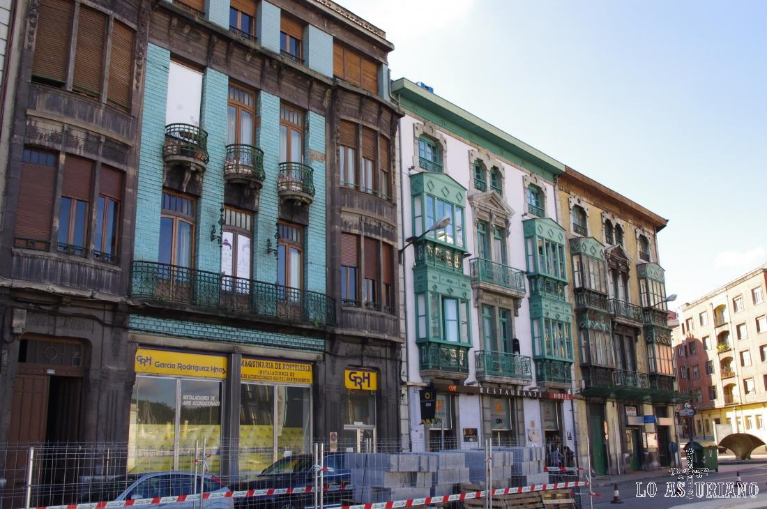 Calle Ruiz Gómez, en Avilés, frente al centro Niemeyer.
