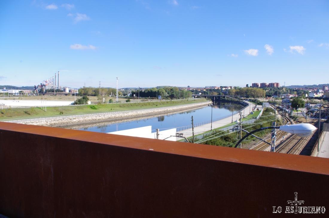 La ría de Avilés es bonito un estuario, que desemboca en el Cantábrico, cerca de San Juan de Nieva.