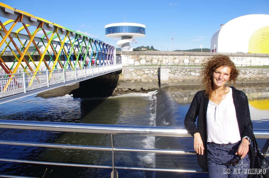 La ría, estuario de Avilés y detrás el Centro Internacional Oscar Niemeyer.