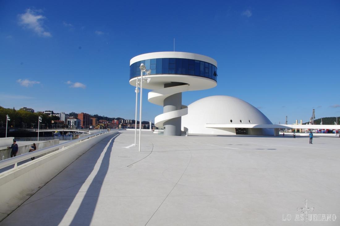 La cúpula y la torre restaurante D Miranda.