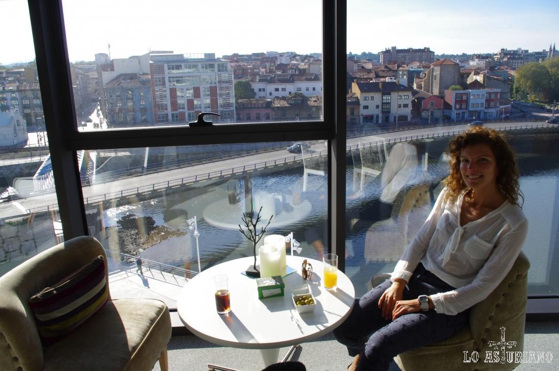 Interior del restaurante bar D Miranda, en el centro Niemeyer.