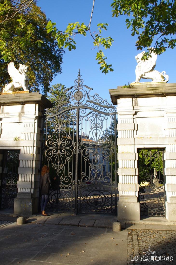 Entrada al Palacio de Selgás, en el concejo de Cudillero.