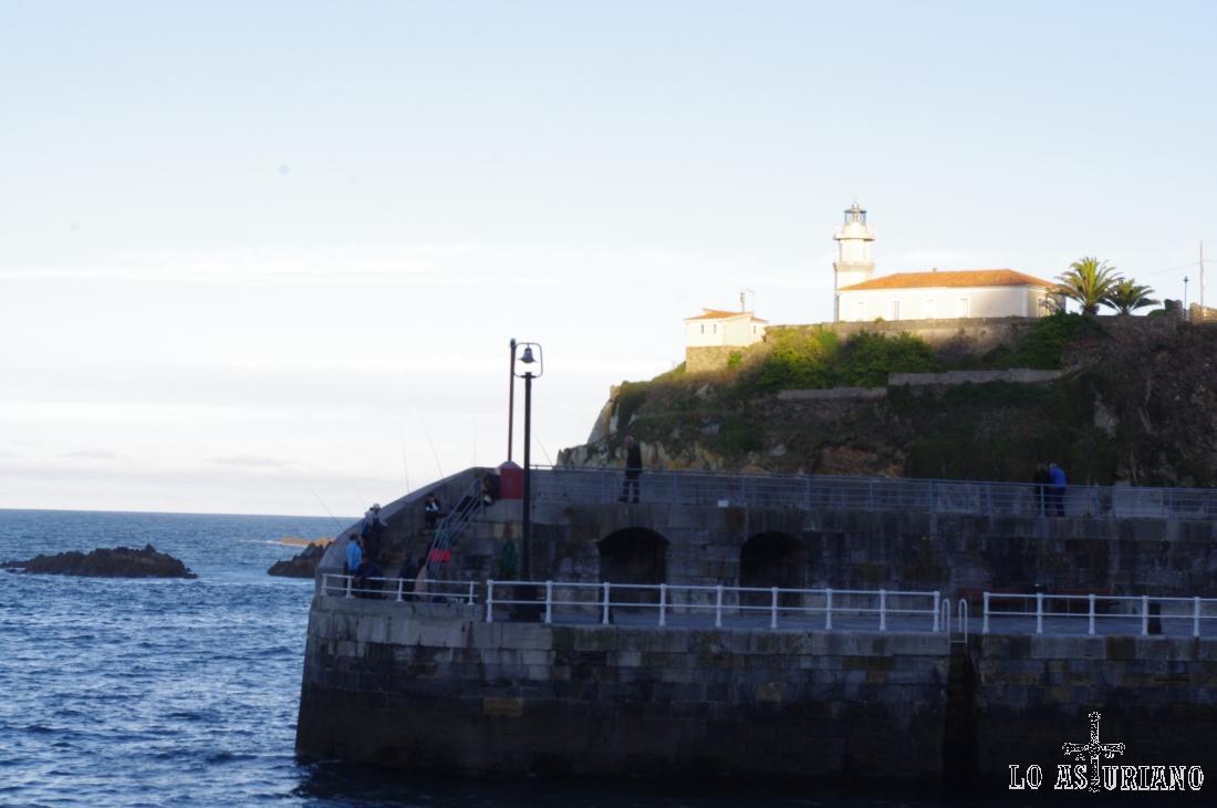 Faro de Cudillero.