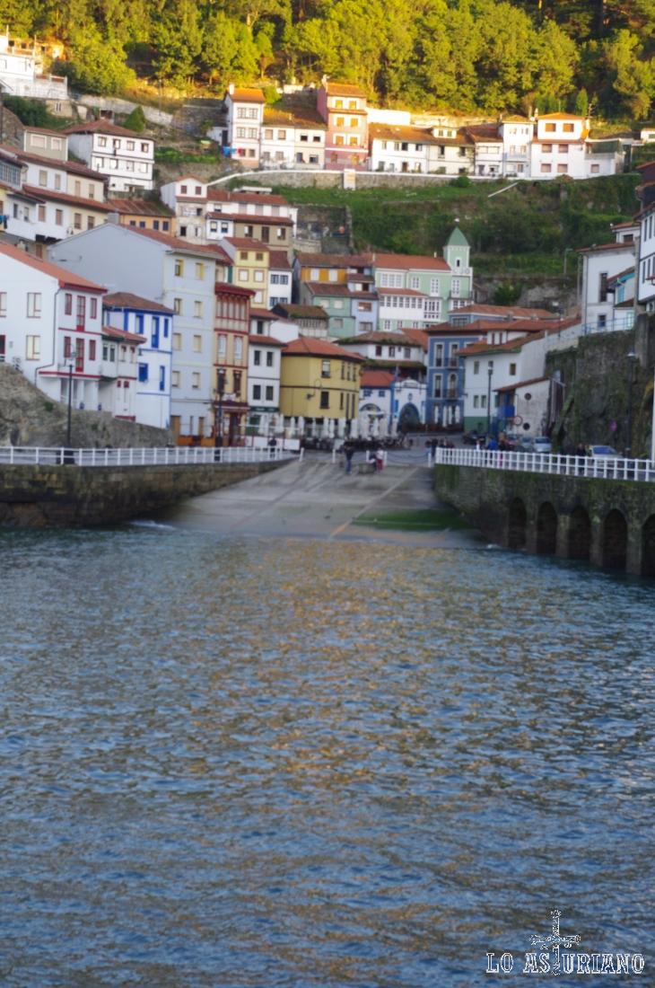 El precioso y turístico pueblo marinero de Cudillero.