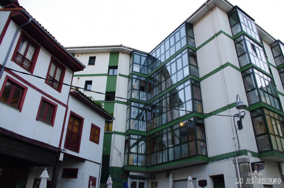 Preciosas cristaleras, típicas de los edificios del norte de España.