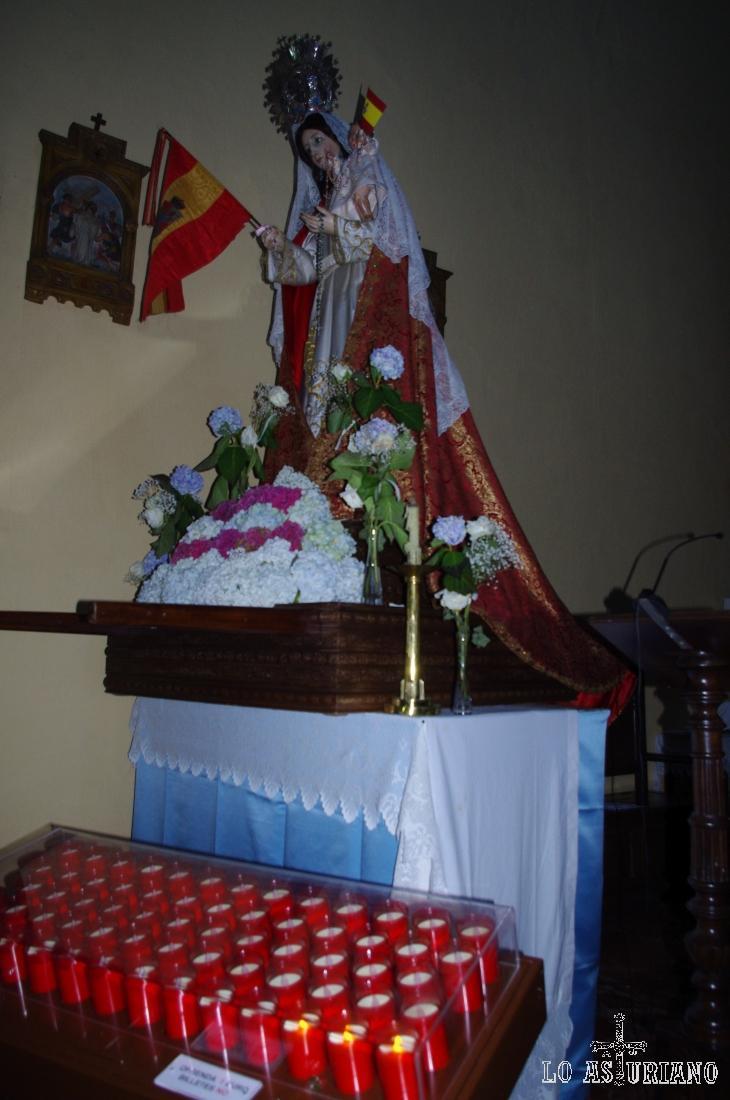 Virgen con el Niño, en la iglesia de San Pedro de Cudillero.