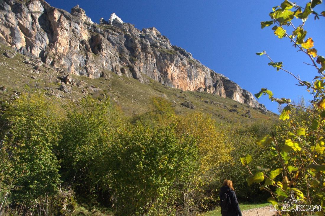 Los Crespeos, cuya mayor altura alcanza los 1759 metros.