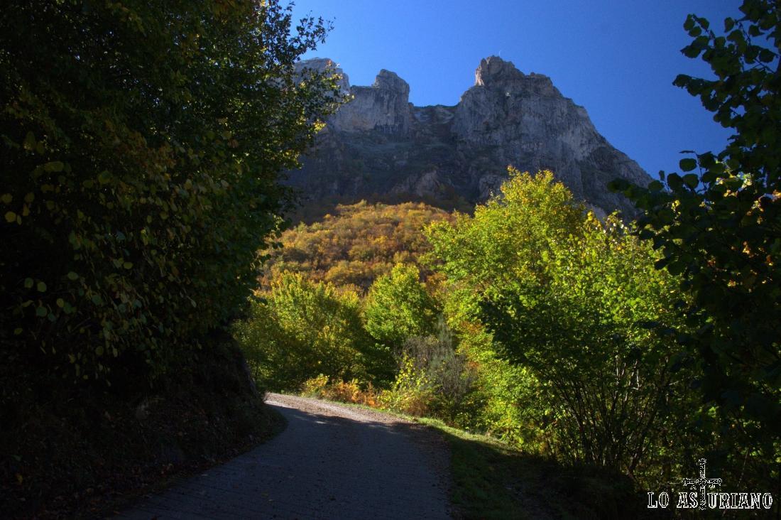 El Pico del Arco desde la senda.