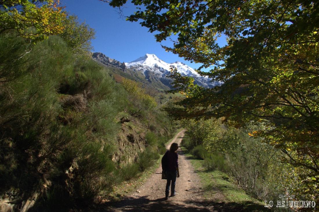 Volvemos a tomar vistas de los picos del entorno del Lago del Valle.