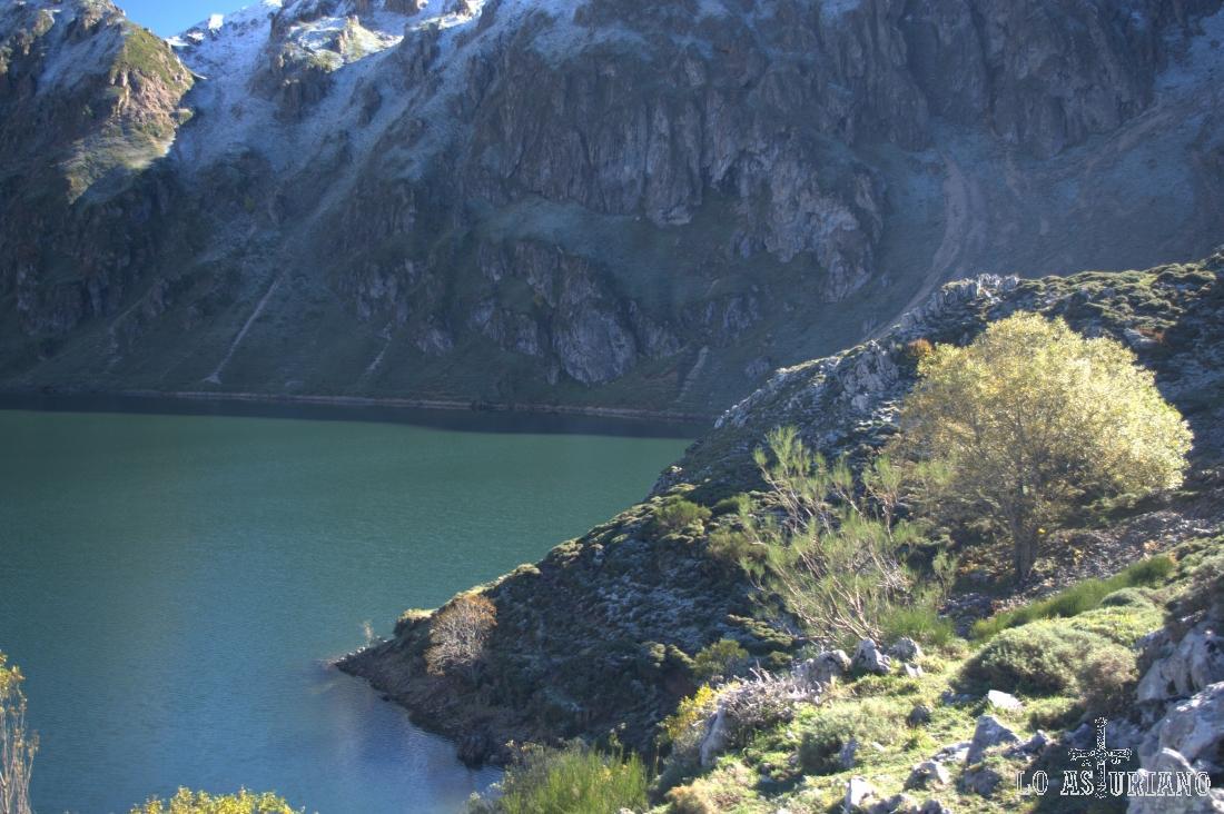 El lago del Valle en el mes de noviembre, primeras nieves.