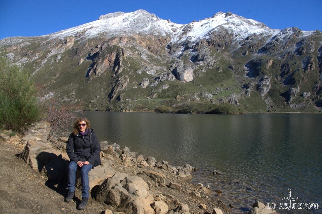 En la parte sur del lago del Valle, en el Parque de Somiedo.