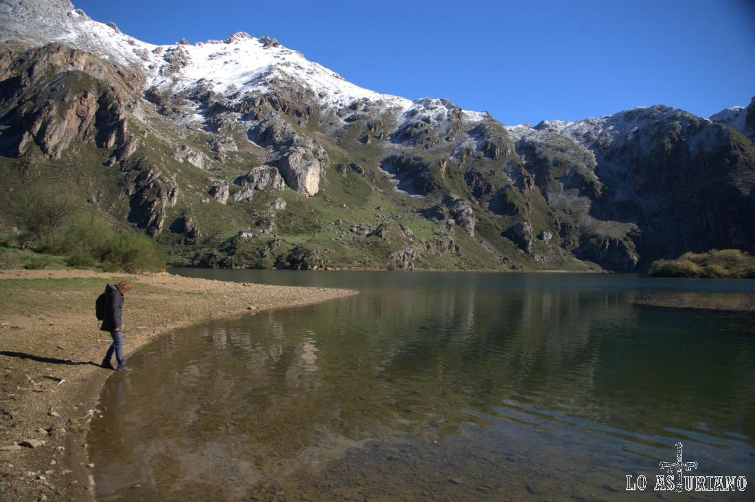El lago del Valle está incluido en el Monumento Natural de los lagos de Saliencia y del Valle.