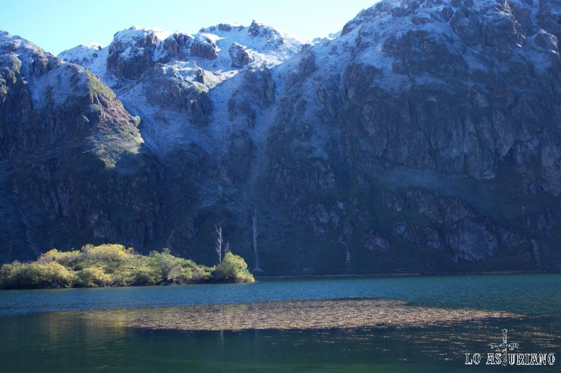 Preciosa estampa del Lago del Valle y de las cimas que forman su antiguo circo glaciar.