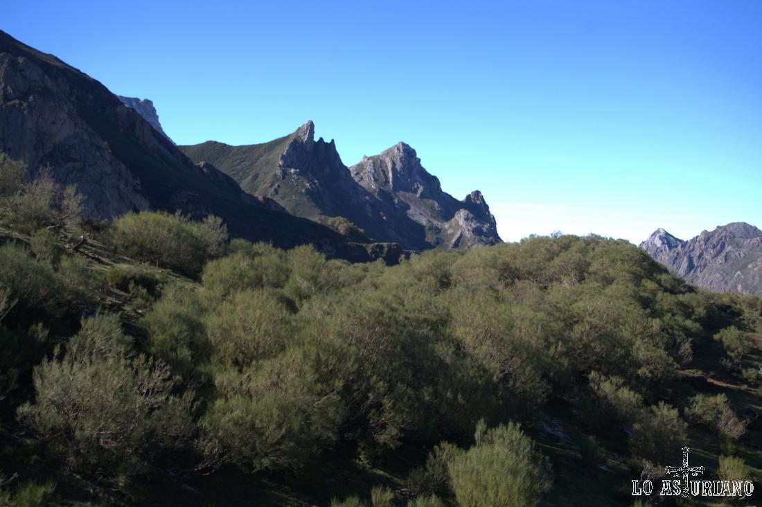 Los Esperones y el Pico Canalón.