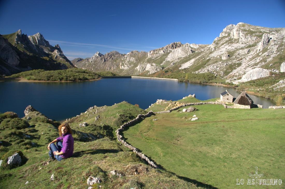 Ante el mayor lago de la Cordillera Cantábrica, el del río Valle.