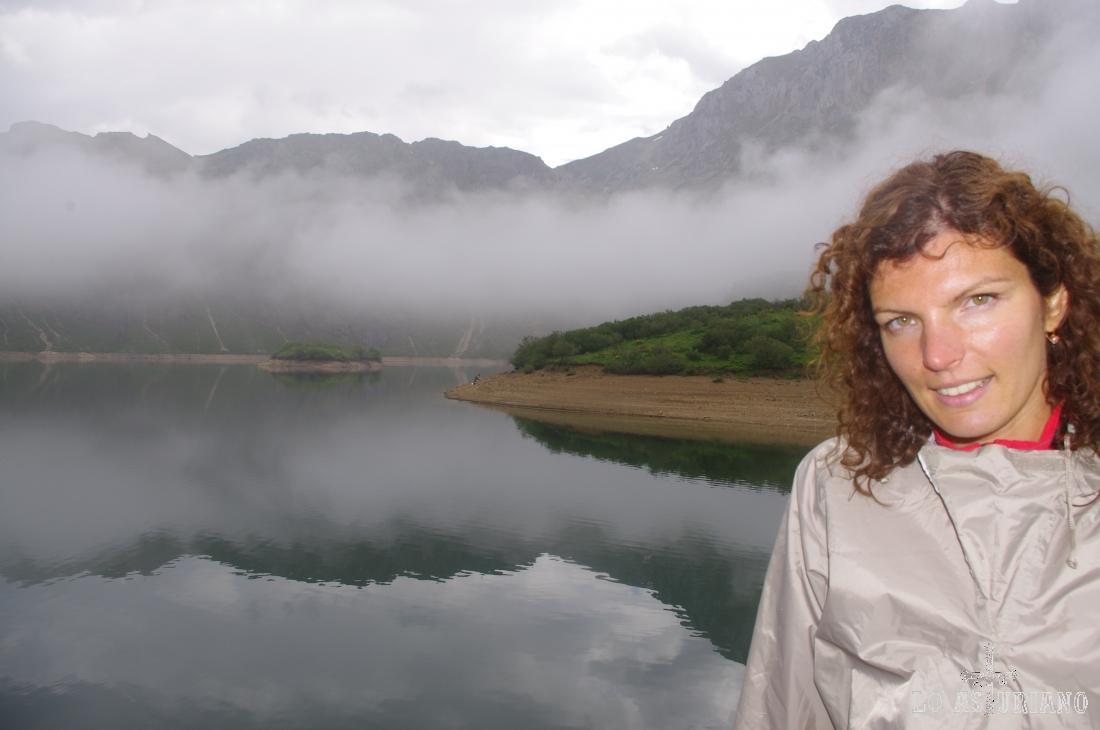Preciosa niebla, que aunque nos impide ver en su conjunto el lago, le da un aspecto único.