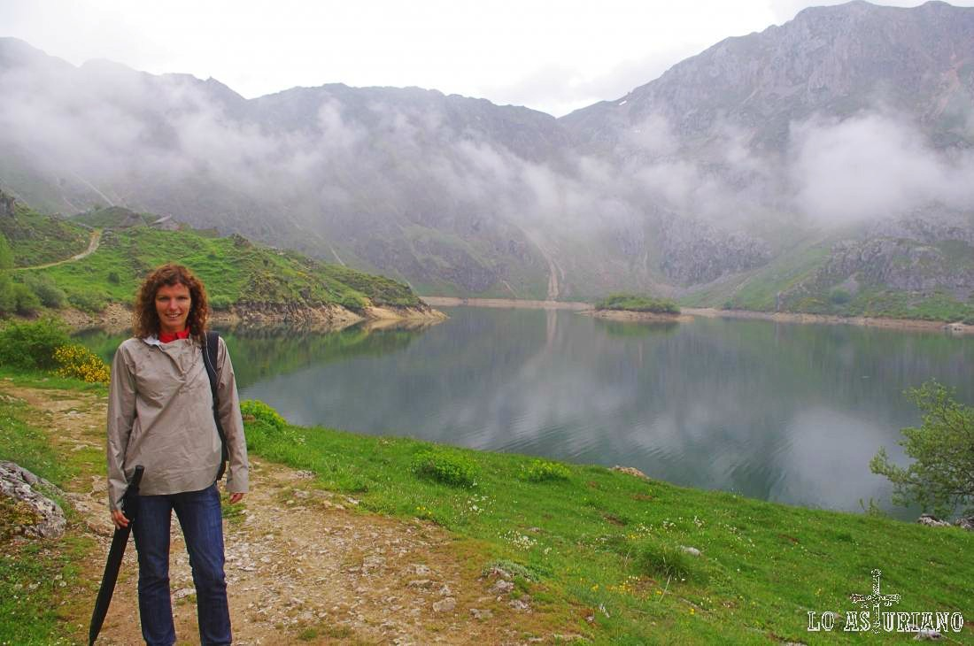 El maravilloso lago del Valle, Somiedo, Asturias, en primavera.