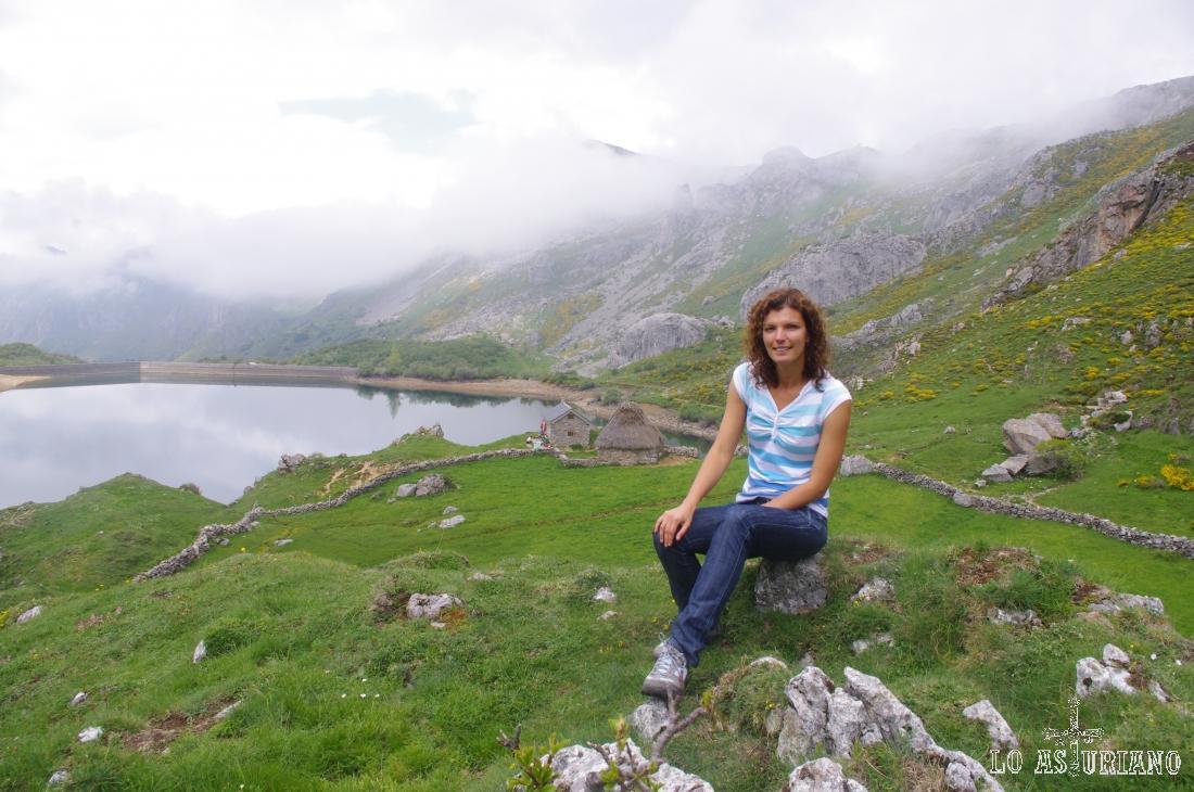 Lago del Valle y cabaña de Cobraña.