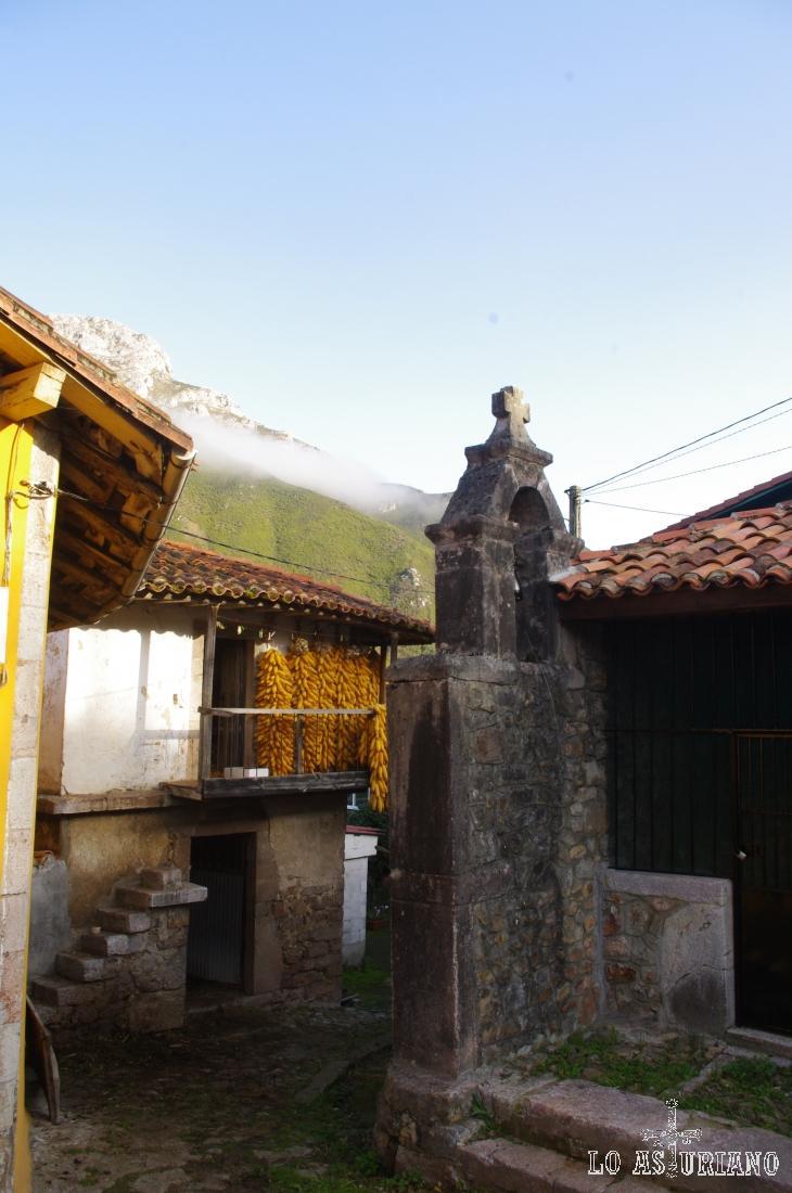 Pequeña capilla en la carretera N-634, que une Ribadesella y Arriondas.