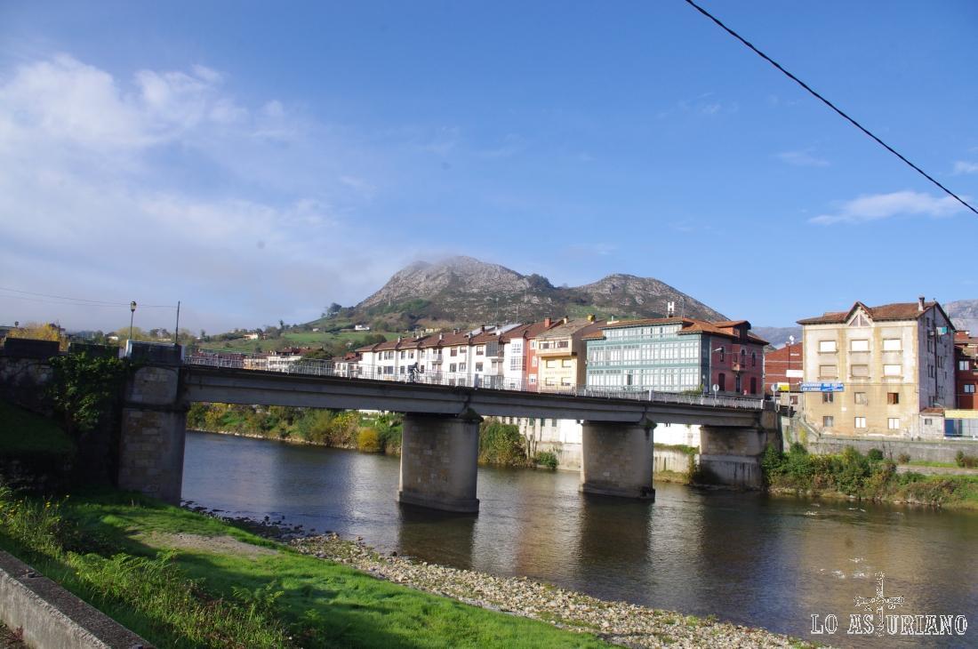 El río Sella a su paso por Arriondas.