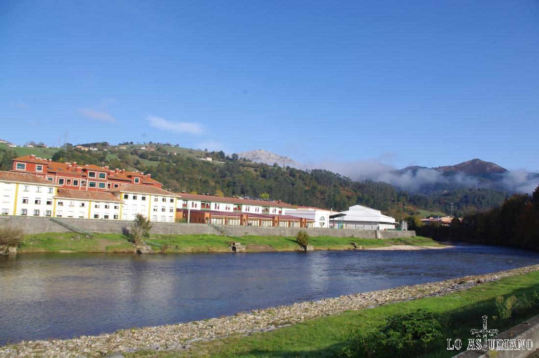 El famoso río Sella a su paso por Arriondas, concejo de Parres.