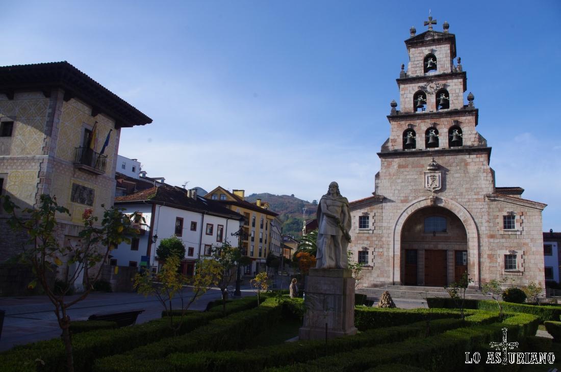 El Palacio Pinto, la estatua a Don Pelayo y la preciosa iglesia de la Asunción de Cangas de Onís.