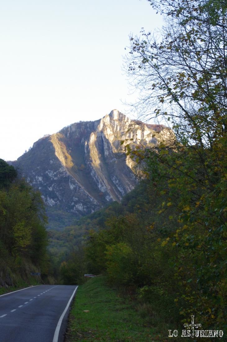 Peña Siña o Cumbre, desde la N-625.