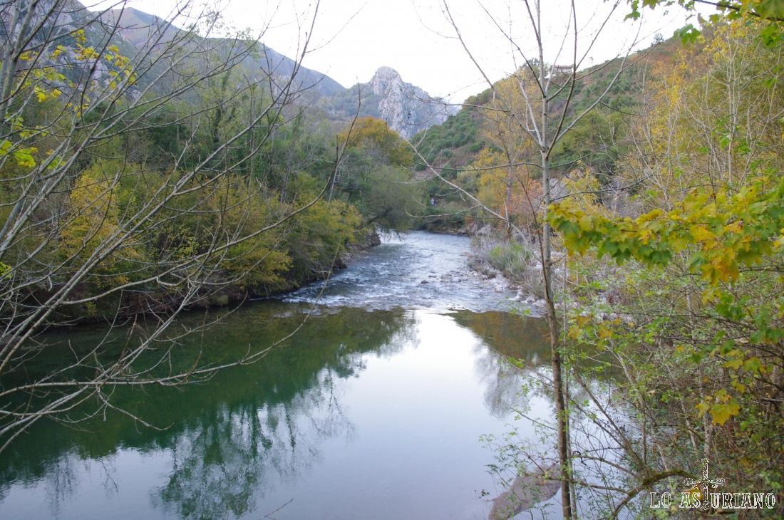 El río Sella a su paso por Santillán, Amieva.