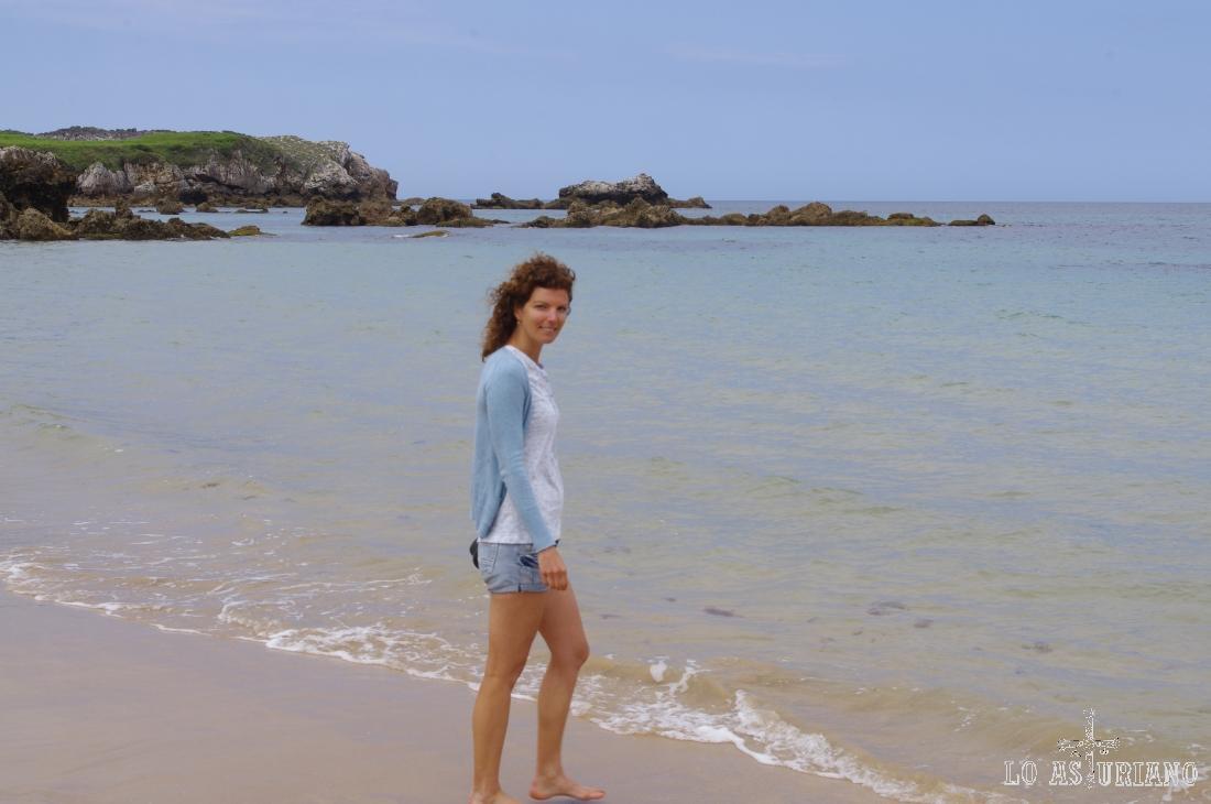Playa de Toranza y cabo Prieto al fondo.