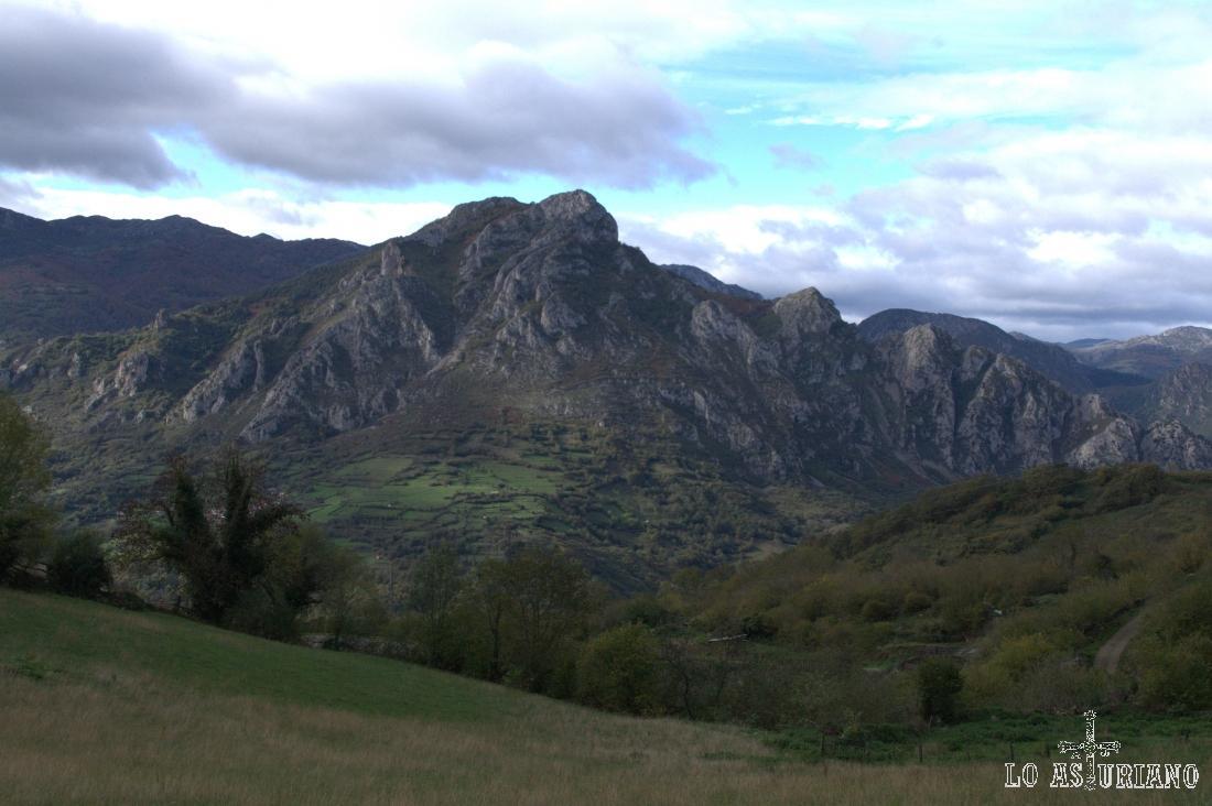 La sierra del Gorrión, en el concejo de Quirós, subiendo a Bermiego.