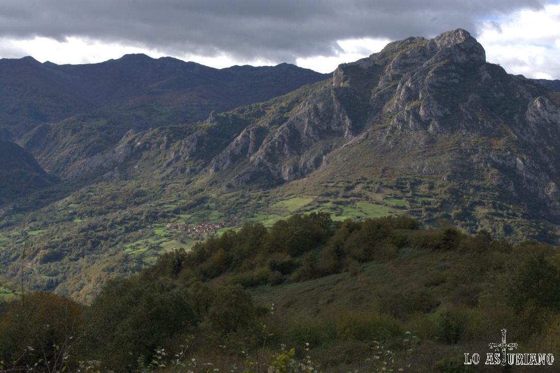 La sierra de Gorrión, que se va alargando, alargando, hacia la sierra de Sobia.