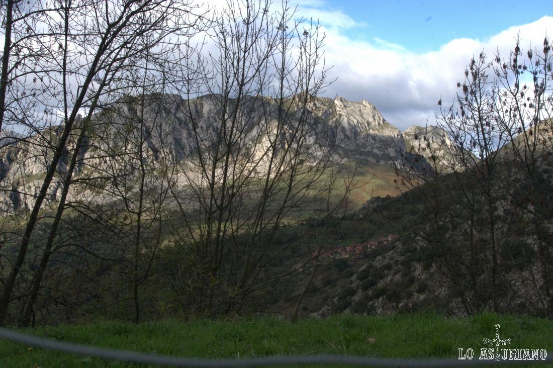 La sierra de Caranga, con su mayor altura: la Hoya, con 1194 msnm.