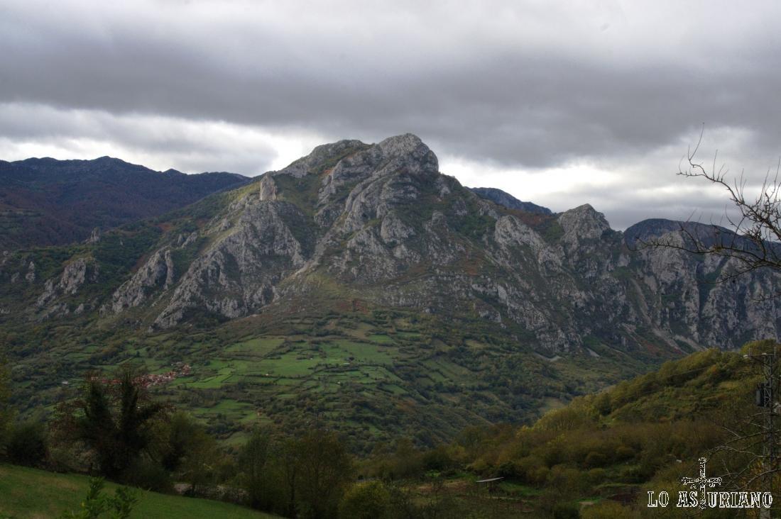 La bonita sierra de Gorrión a principios de otoño.