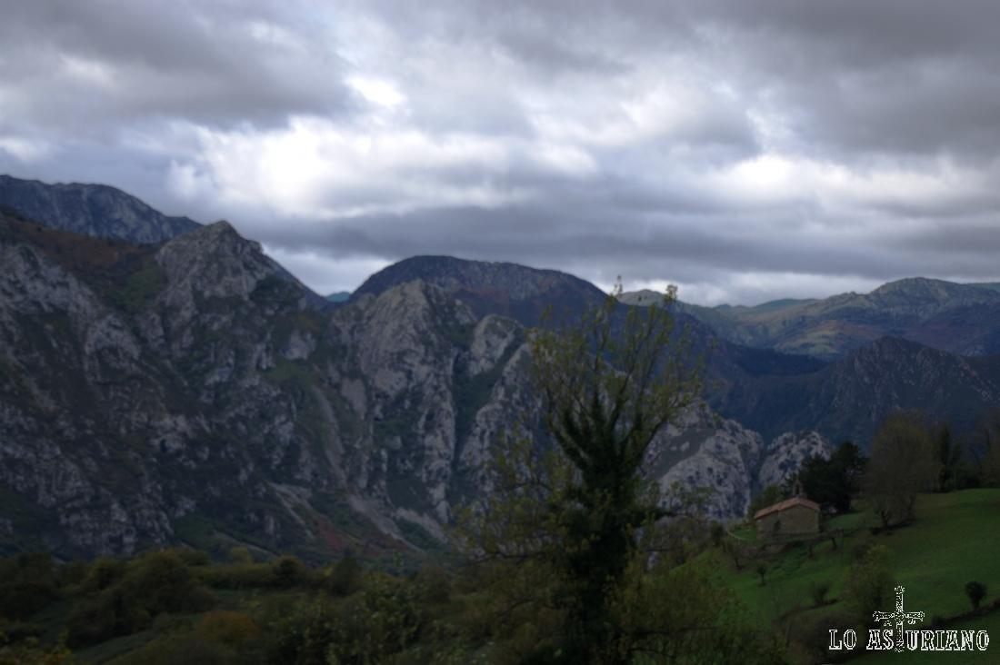 Sierra del gorrión desde Bermiego.