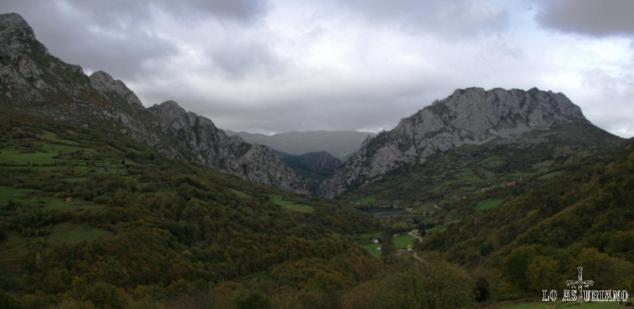 Ubicación del embalse de Valdemurio, en la cabecera baja del valle de Quirós.