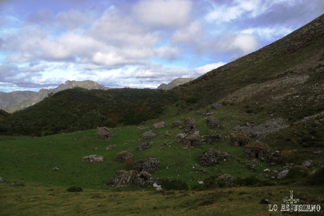 Disfrutamos un ratito más de este paisaje especial de la braña de Sousas, en Somiedo.