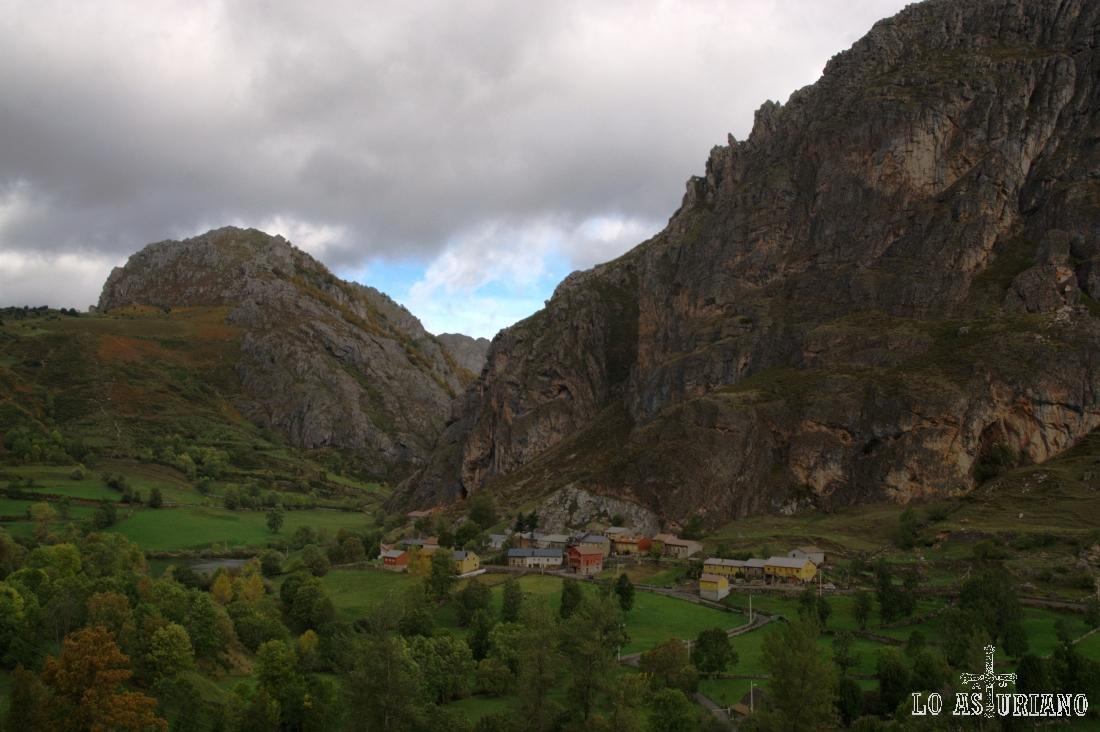 Precioso aspecto de Valle de Lago, en el Parque Natural de Somiedo.
