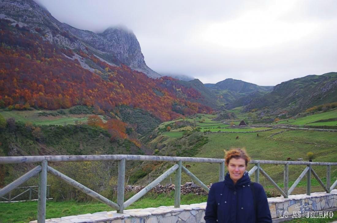 El valle del río Tabranco, con sus verdes vegas y los preciosos bosques otoñales.